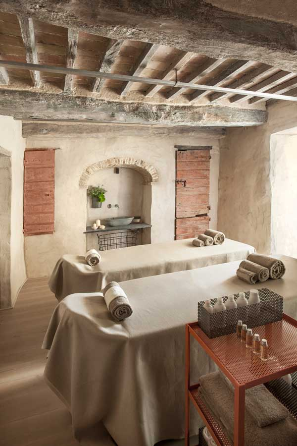 Luxury hotel spa in tuscany italy monteverdi tuscany for Hotel spa decor